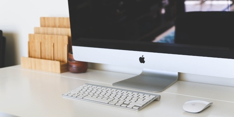 Start a WordPres blog with this Mac pc, keyboard and mouse on white desk