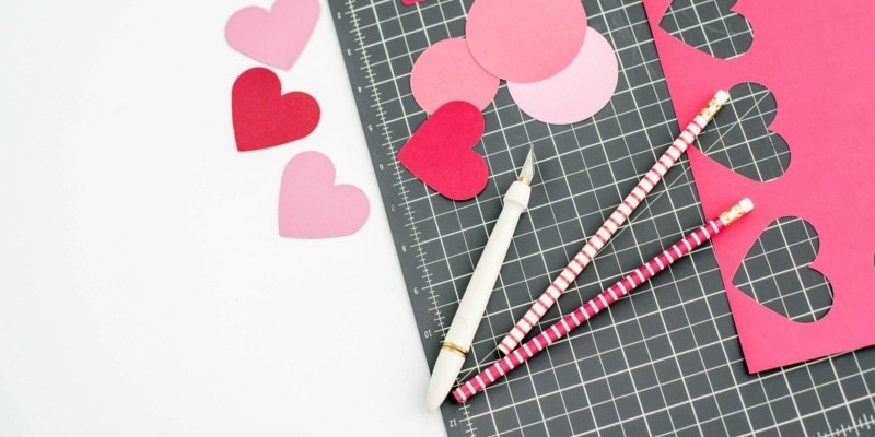 Blogging Stationary And Cut Out Pink Hearts